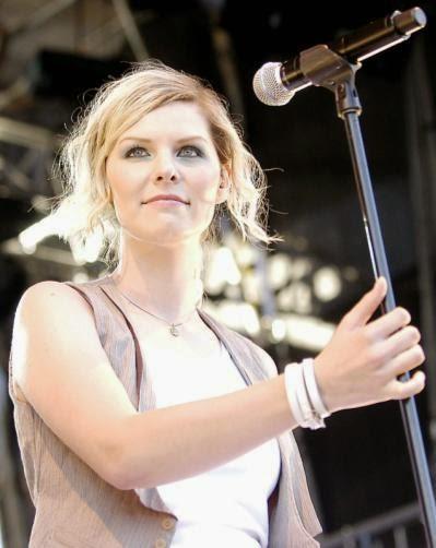Eva Briegel, vocalista da banda alemã Juli