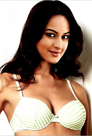 most popular hot pictures sonakshi sinha romantic image