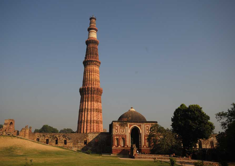 History of world qutub minar history for Facts about the monument