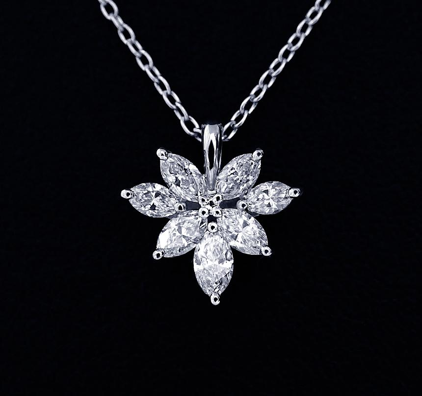 昔のV字ダイヤリングのダイヤモンドをリスタイルしたペンダントの写真