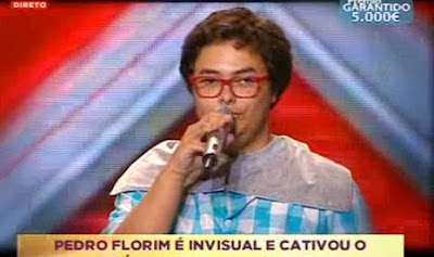 Jovem invisual emociona juri no Factor X