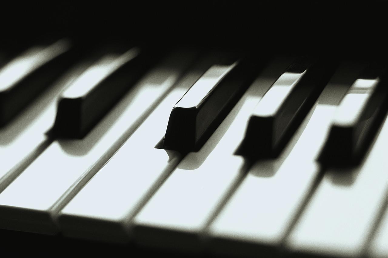http://1.bp.blogspot.com/-KjGUiUmbPA0/TWq7qK3M_1I/AAAAAAAABiw/GAK7S0ql884/s1600/piano-keys1.jpg