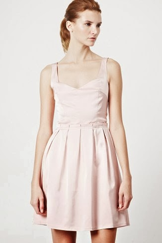 beyaz pileli gece elbisesi