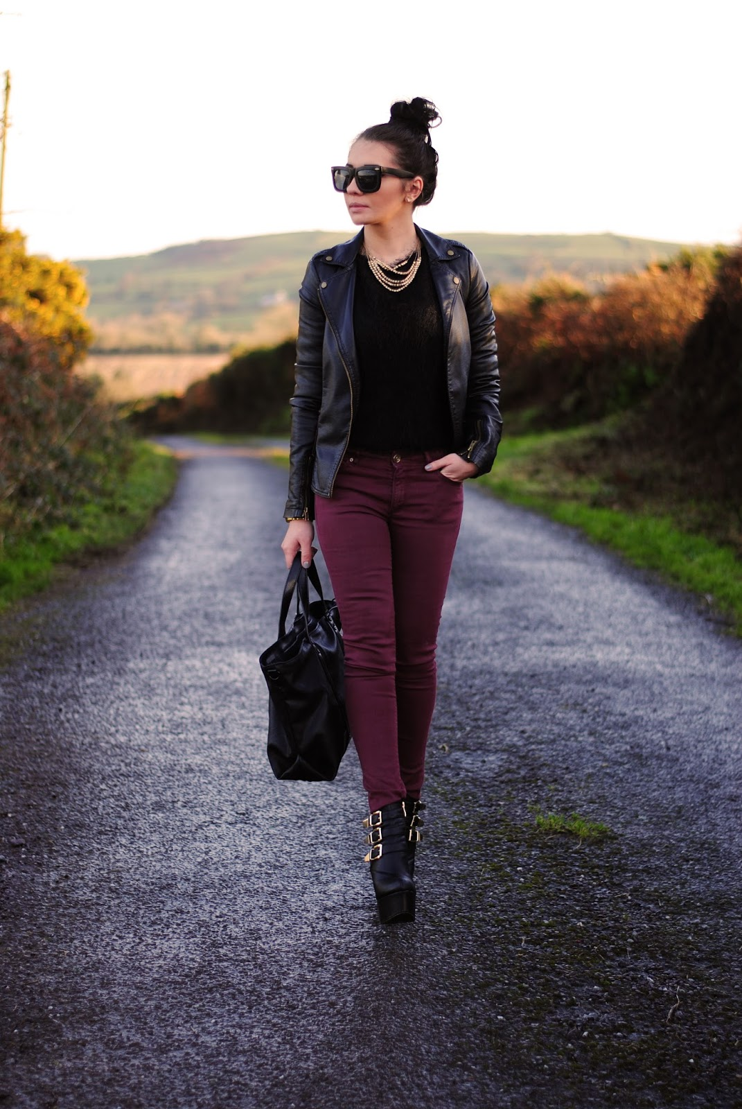 Black jumper with burgundy