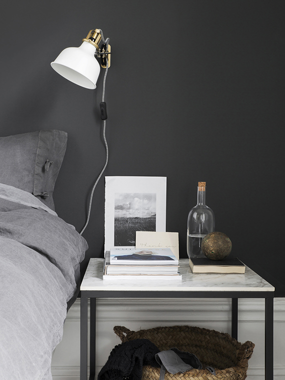 Bedroom with black accent wall | Sara Medina Lind for Luvet Hemma