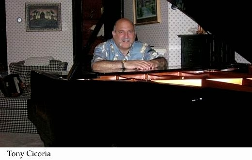 hombre piano rayo