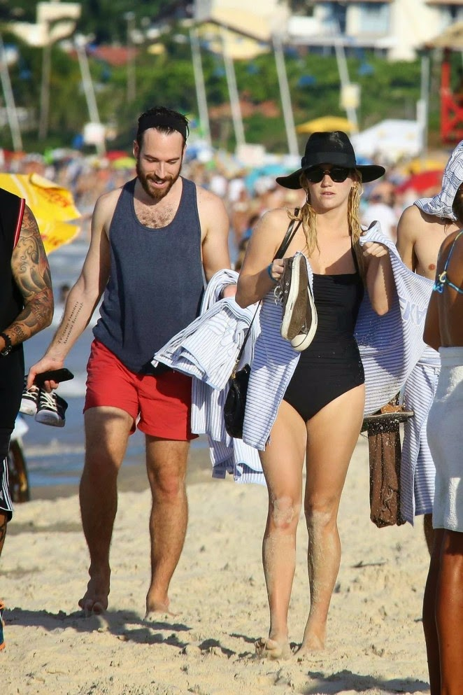 Kesha flaunts swimsuit body with boyfriend on Brazil beach
