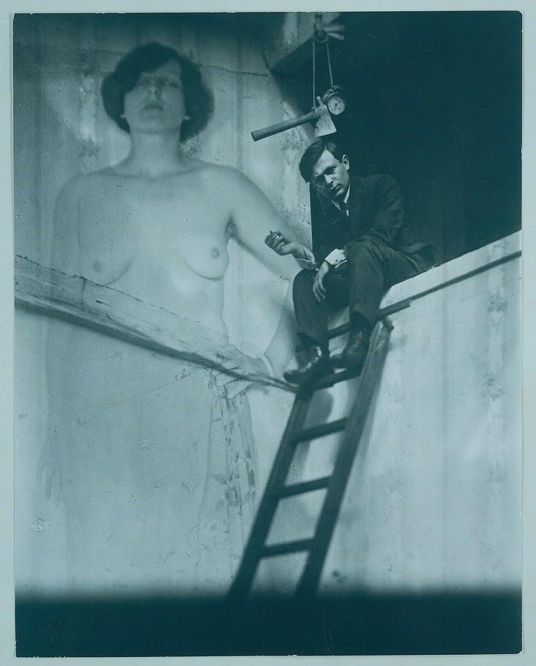 Tristan Tzara - retratado por Man Ray, fotografo surrealista