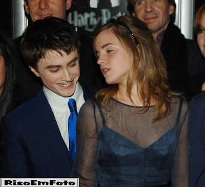 foto de Harry potter enfeitiçado pelos peitos de Hermione.