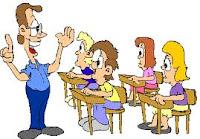 Profesor dando clase a niños en un aula