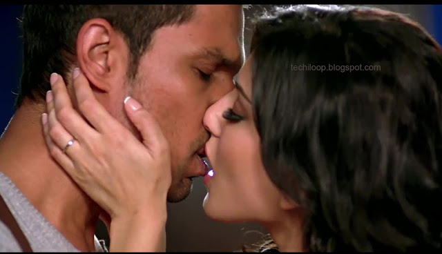 sunny leone nude kissing photo
