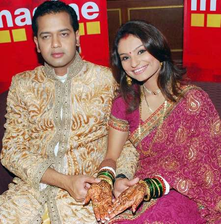 Wedding Pictures Of Bollywood Stars http://aweddingpics.blogspot.com/2011/08/bollywood-stars-wedding-pictures_5704.html