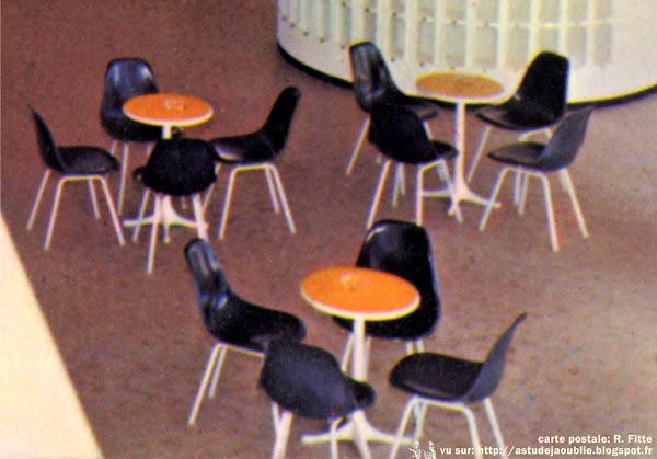 """Chaises """"DSX""""  Designer: Charles & Ray Eames - Editeur: Herman Miller  Table """"5451""""  Designer: George Nelson - Editeur: Herman Miller"""