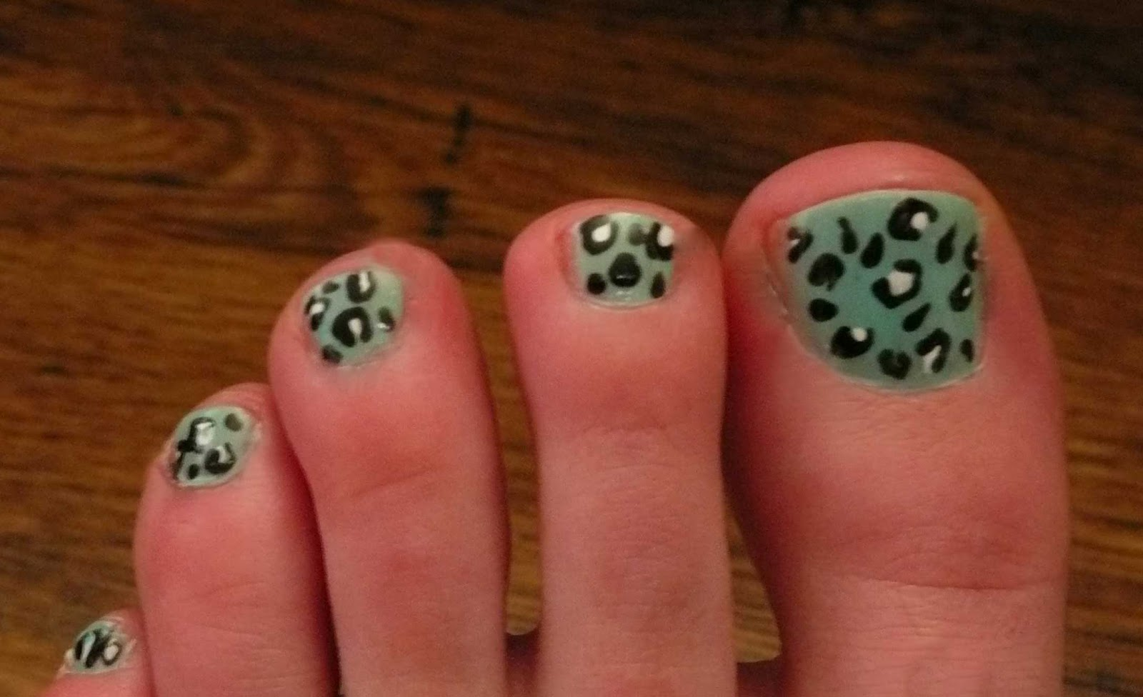 Make Up by Diana: Mint Leopard Print toe nails