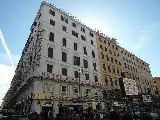 Come eravamo notti di agosto alla stazione termini di roma for Hotel roma siracusa