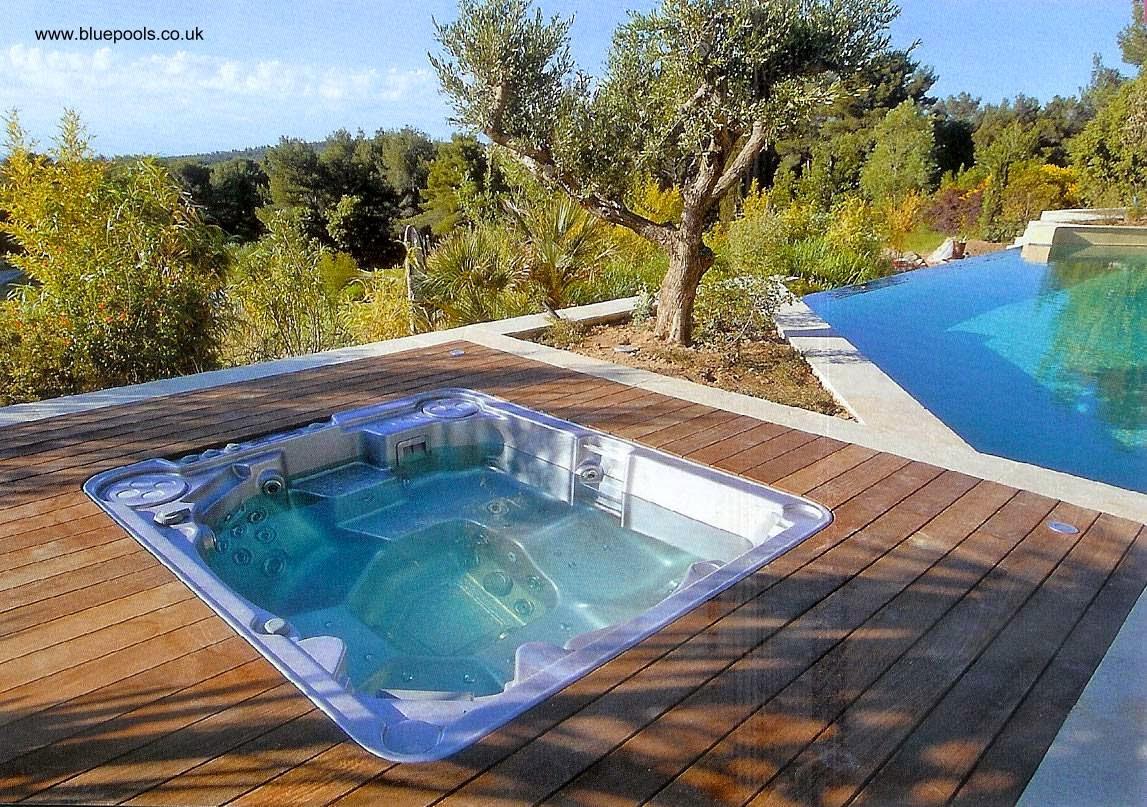 Arquitectura de Casas: 12 fotos de piscinas con spa en residencias.
