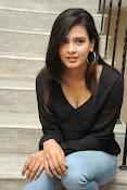 Hebah Patel glam pics in black top-thumbnail-15