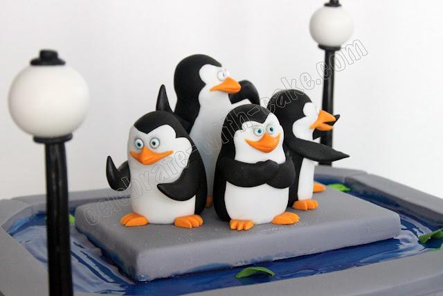 Penguins Of Madagascar Cake Decorating Kit 1 : Celebrate with Cake!: Madagascar Penguin Cake