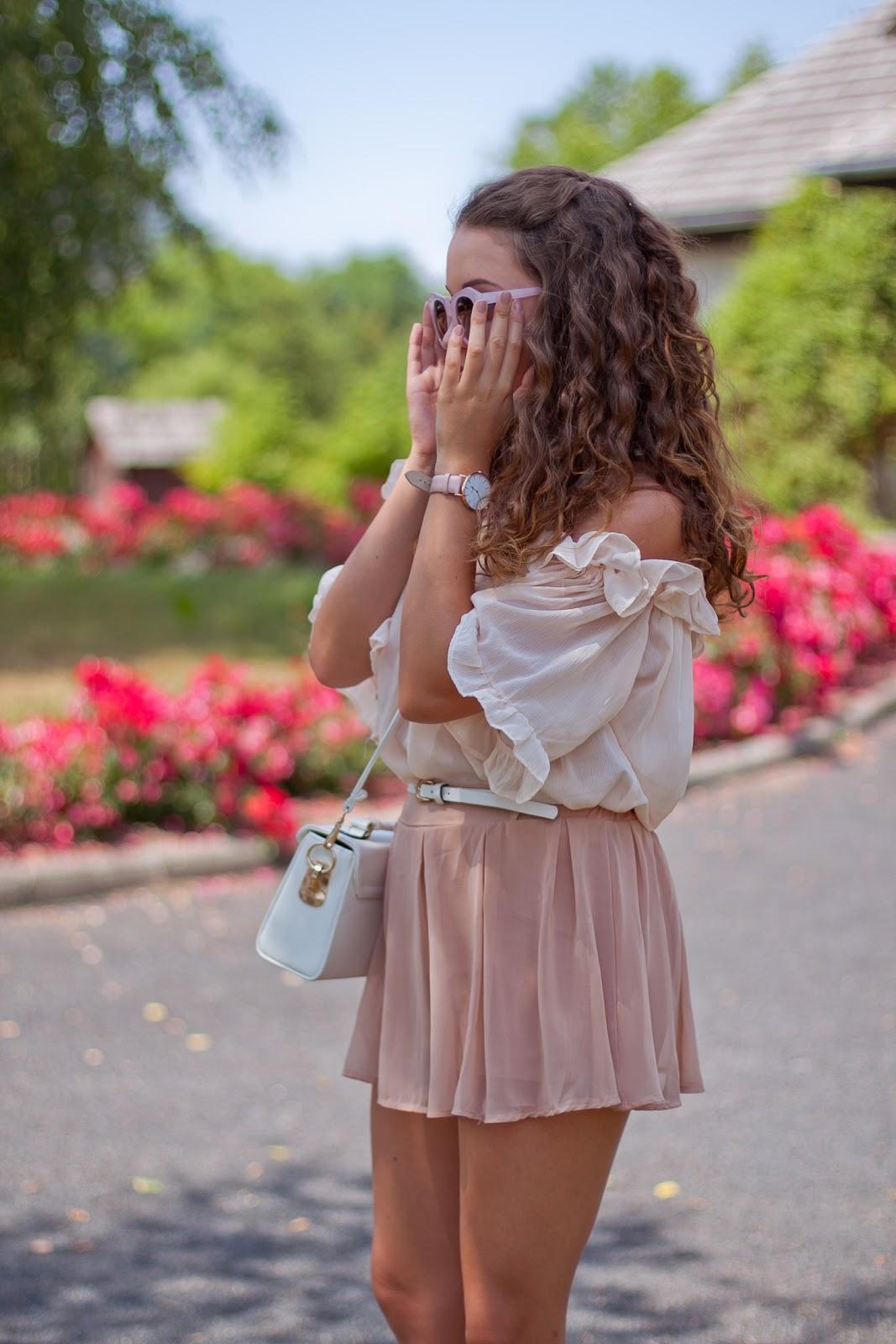pudrowo różowa stylizacja