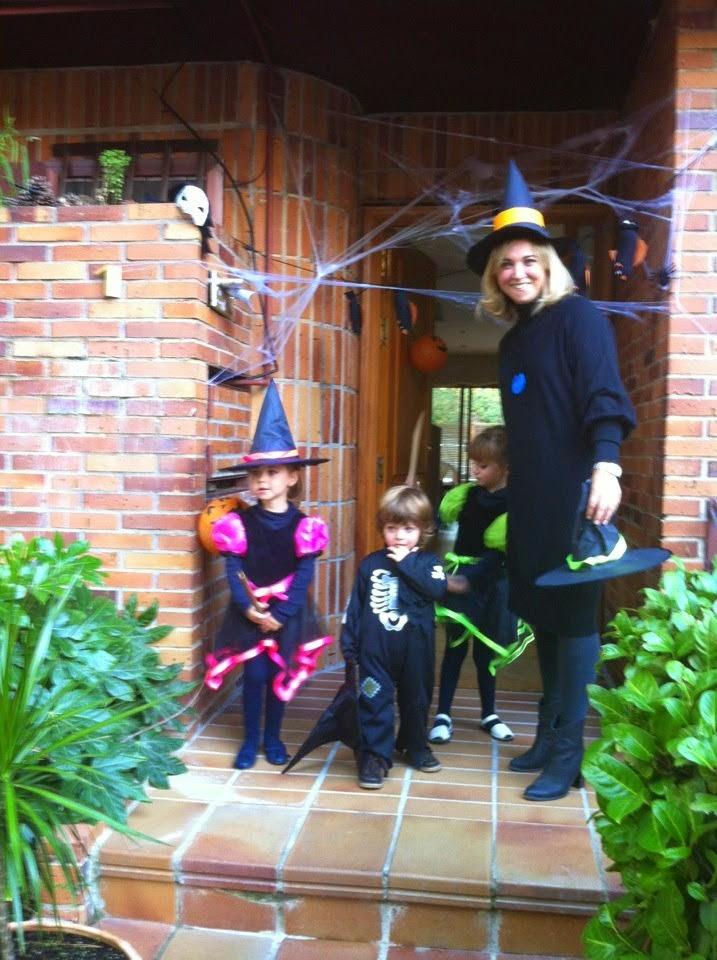Halloween decoraciones y niños disfrazados