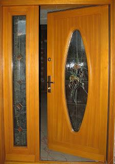 Drzwi dwuskrzydłowe z owalnym witrażem