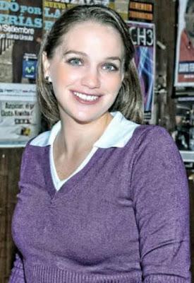 Luciana León con bella sonrisa
