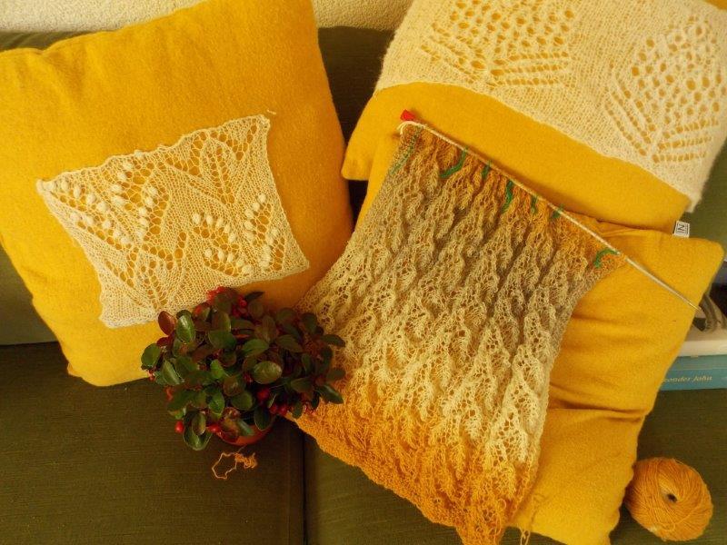 """TE KOOP """"wollen shawl :inmiddels al af!"""