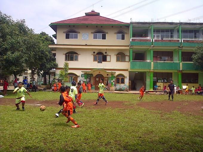 Sekolah AMEC Buka Kelas Khusus Sepakbola