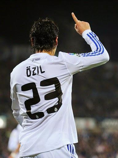 Daftar pemain yang pernah memakai nomor 23 di Real Madrid.