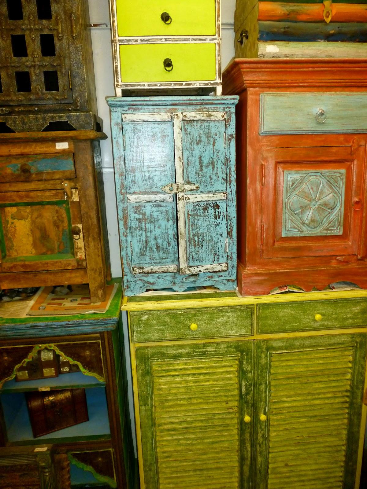 Mumbai moments chor bazaar the thieves market for Furniture bazaar