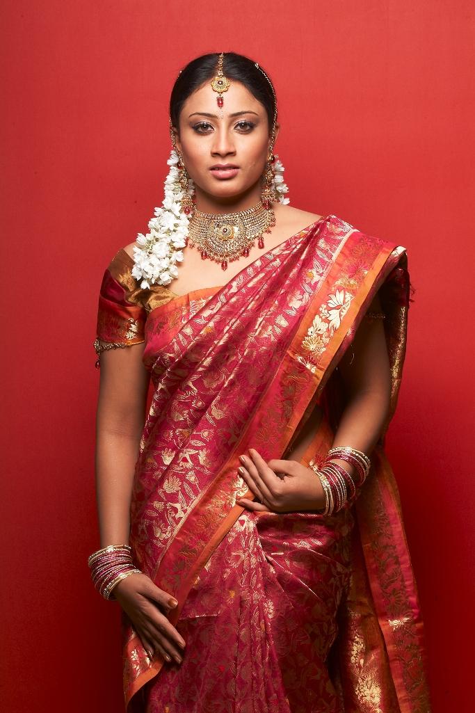 Stars Club Worldwide Tamil Actress Hasini Photos In Pink Silk Saree