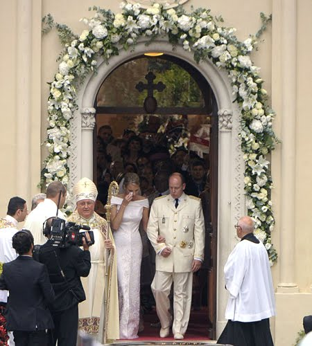 """Сватбата в Монако - двойката излиза от параклиса на църквата """"Света Дева"""""""