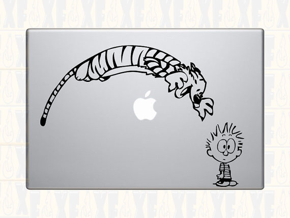 https://www.etsy.com/fr/listing/106369798/autocollant-de-vinyle-de-calvin-et?ref=sr_gallery_6&ga_search_query=macbook+sticker+calvin+and+hobbes&ga_search_type=all&ga_view_type=gallery