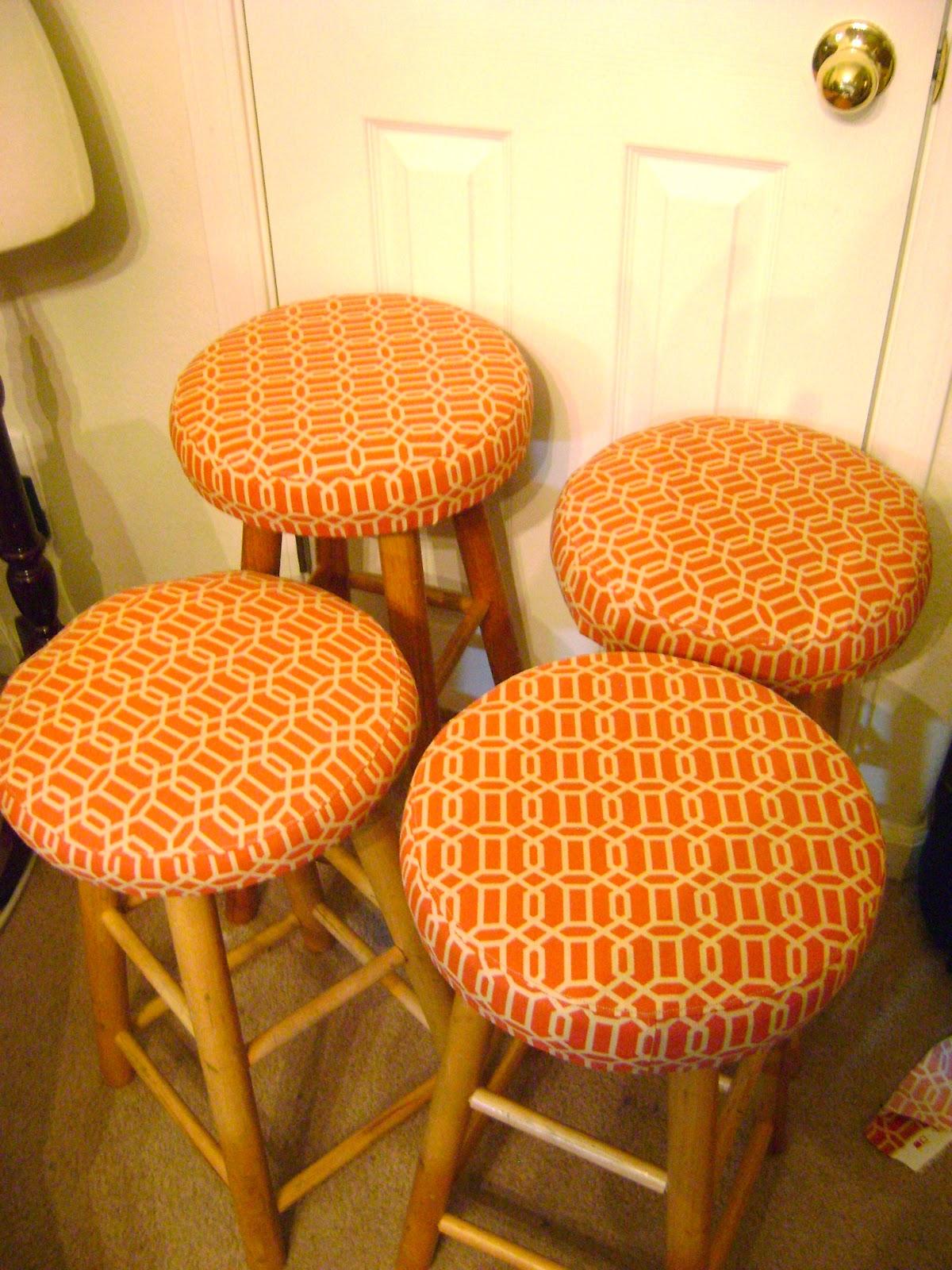 Goosegirl sews Reupholstered Bar Stools With Tutorial : DSC04897 from goosegirlsews.blogspot.ca size 1200 x 1600 jpeg 365kB