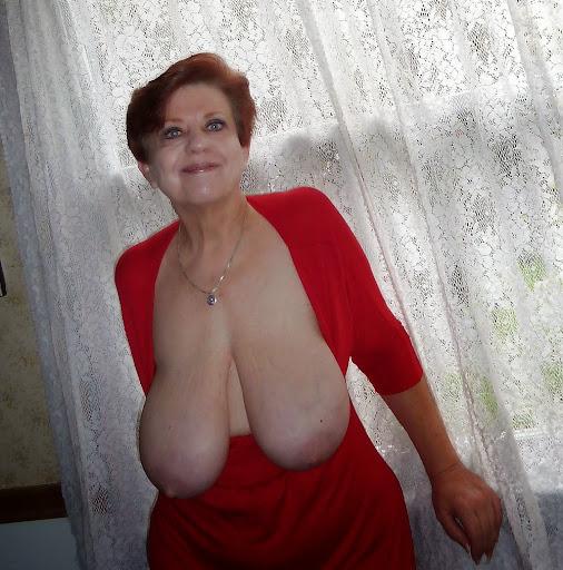 Nackt Bilder : Die langen Schlauchtitten von Oma   nackter arsch.com