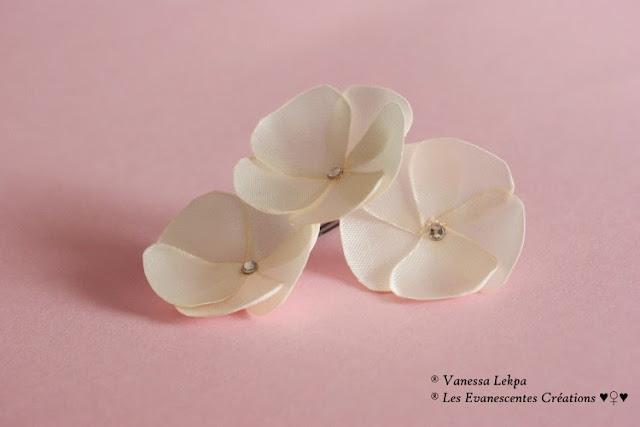 3 pics à chignong pour coiffure de mariée avec fleur en satin ivoire champagne pour accessoiriser la robe de mariée Vanessa Lekpa