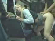 Novinha Loira Colegial Abusada Dentro do Ônibus