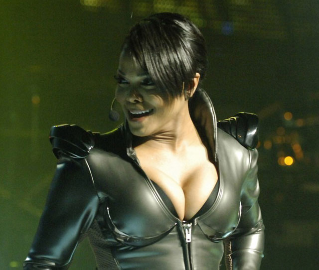 janet jackson boob pop out
