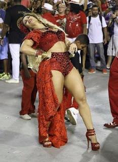 Viviane Araújo homenageia Pomba Gira