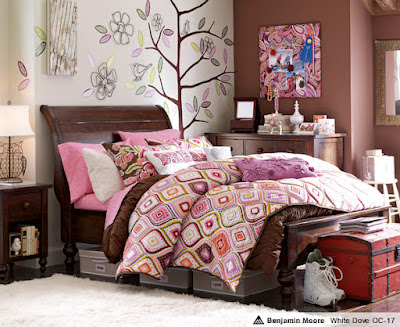 quarto de adolescente rosa e marrom