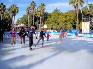 Diversión en la pista de hielo de Sevilla - Navidad 2011