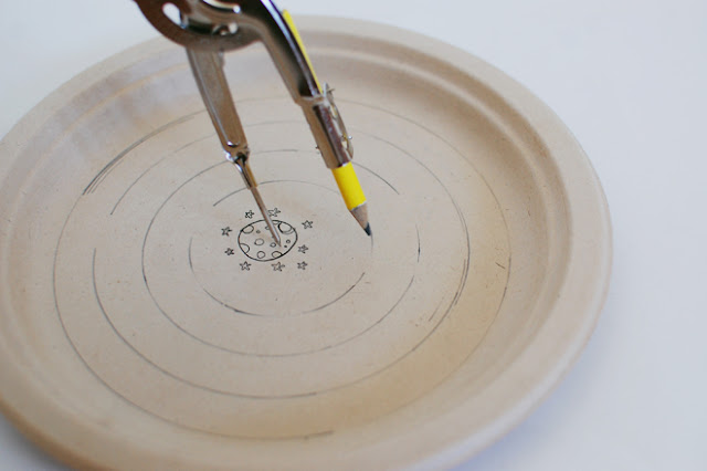 Labirinto feito com prato de papel e ímã - PAP 01