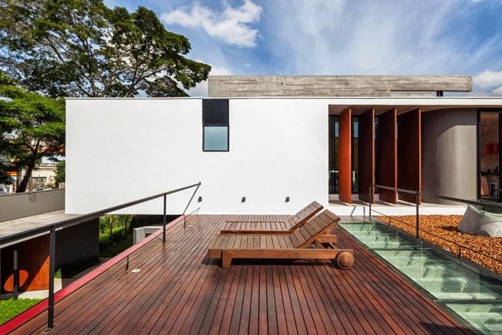 Terrace of Modern Planalto House by Flavio Castro