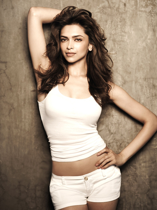 hot deepika padukone looking gorgeous in white shorts  and white tank top.  - Deepika padukone all WHITE!