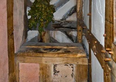 Średniowieczna toaleta