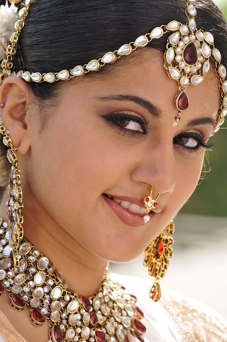 tapsee from mogudu, tapsee cute stills