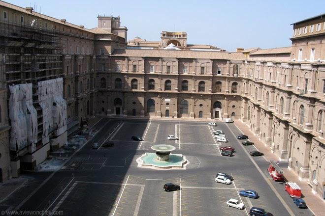 Cortile-del-Belvedere-Vatican-Museums