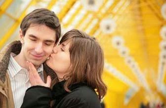 عادات من أجل سعادة زوجية حقيقية امرأة فتاة بنت تقبل رجل تبوس ,woman girl kiss man guy