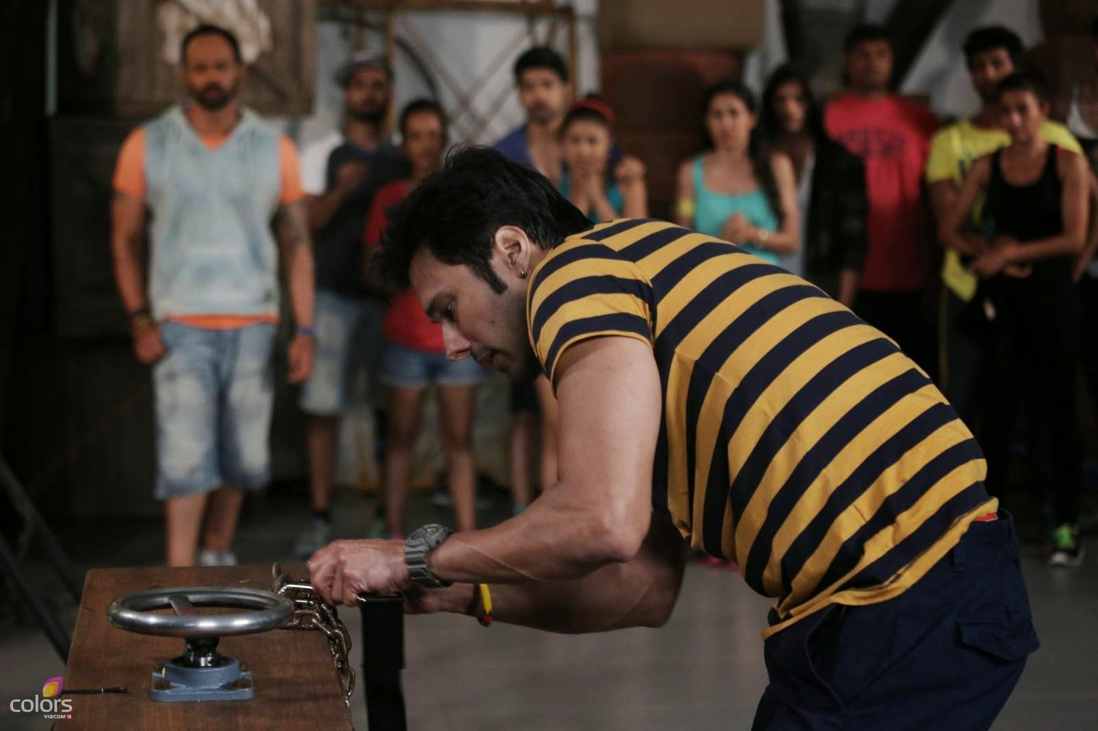 Rajneesh in Fear Factor Khatron Ke khiladi stunt that had a coffin with cockroaches, crickets and spiders