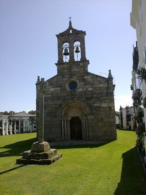 Iglesia y cruceiro de Dexo